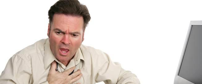 أسباب وأعراض ألم بالصدر واختناق أثناء النوم