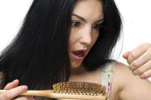 عدد من الوصفات الطبيعية الهامة للقضاء على مشكلة تساقط الشعر والحصول على شعر قوى لامع
