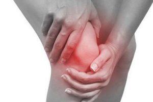 أسباب آلام الركبة وأنواع الإصابة المؤدية لآلم الركبة وطرق علاجه الطبيعية