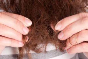 خلطات ووصفات طبيعية منزلية لتنعيم الشعر الخشن في 10 دقائق