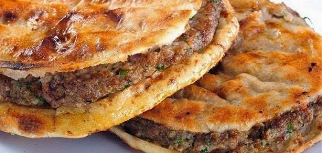 وصفة العيش باللحم الرائعة لتقديمها على مائدة الإفطار في شهر رمضان