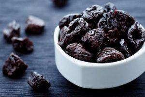 تعرف على فوائد تناول القراصيا في شهر رمضان المبارك