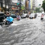 فيضان مفاجئ على سواحل اليابان واعلان حالة الطوارئ
