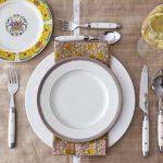 طريقة اعداد مائدة الطعام بما يتفق مع قواعد الاتيكيت