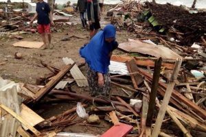 تسونامي يثير الرعب في إندونيسيا.. أنباء عن 222 قتيلا