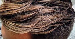 طرق تمليس الشعر للرجال والنساء بالنشا