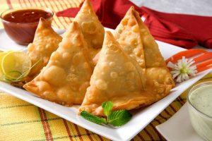 طرق تحضير السمبوسك باللحم والجبن لتقديمها في شهر رمضان