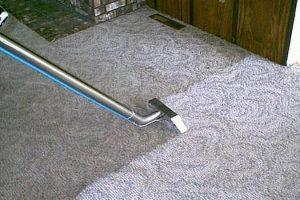 أسرع طرق تنظيف السجاد بدون استخدام المياه والحصول على نتيجة مذهلة