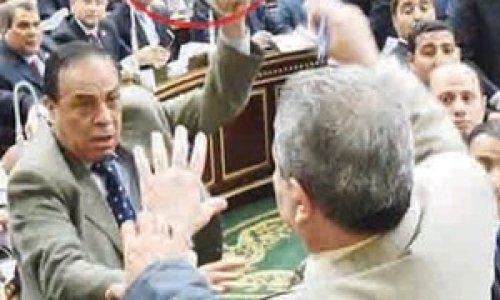 أشهر 10 وقائع لسياسيين تم ضربهم بالحذاء