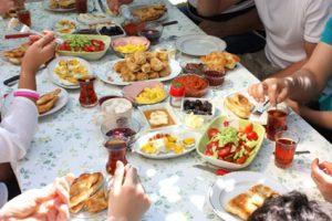 أفضل طرق لإقامة العزومات في شهر رمضان