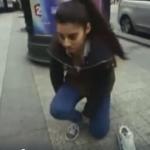 شاهد بالفيديو | احترس قد تجدها في مكان ما: «إذا رأيت هذه الفتاة اغلق قدميك منعًا للإحراج»