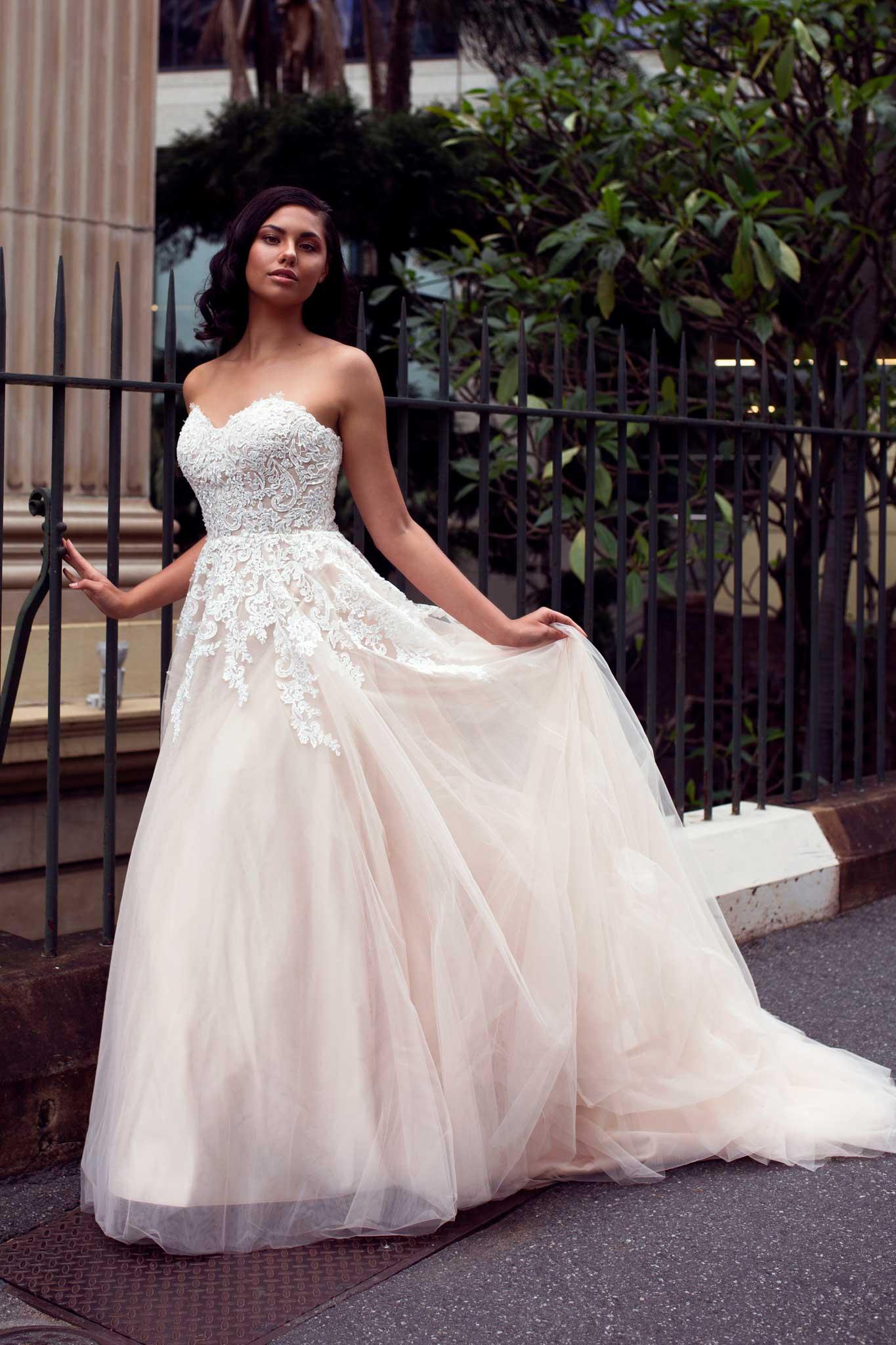 384d5b3ed فساتين زفاف 2016 للعروس المتألقة الرومانسية
