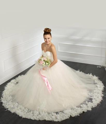 أحدث فساتين الزفاف باشكال مختلفة وجديدة