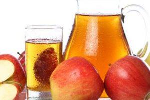 أبسط طريقة لعمل عصير التفاح الغنى بالفيتامينات و يستخدم فى الوقاية من السرطان