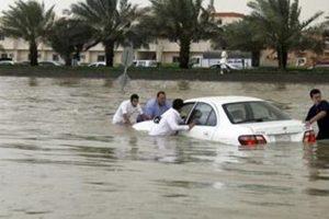 الأمطار تسد نفق الأمير نايف بالدمام ونائب الشرقية يتفقد أماكن تجمع الأمطار