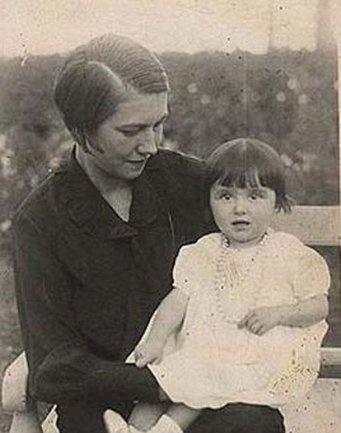 ميريم فخر الدين ووالدتها