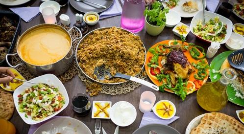 عدد من الوجبات الأساسية المقدمة في شهر رمضان