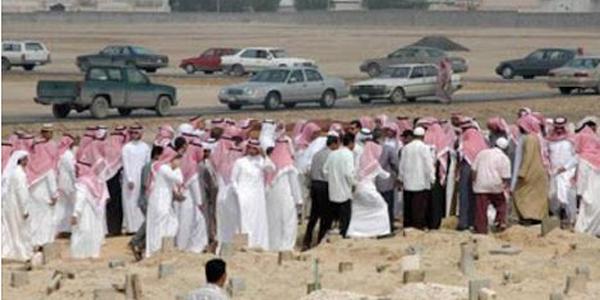 """بالفيديو فتحوا مقبره بالسعوديه عمرها 30 عام شاهد ماذا وجدوا فيها """" لن تتمالك نفسك من الدموع """""""