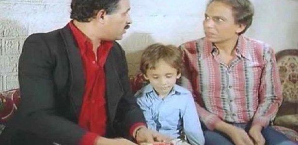 صورة صادمة لنجم مشهور يجلس بين سعيد صالح و الزعيم عندما كان طفلا , لن تتخيل كيف تغير شكلة
