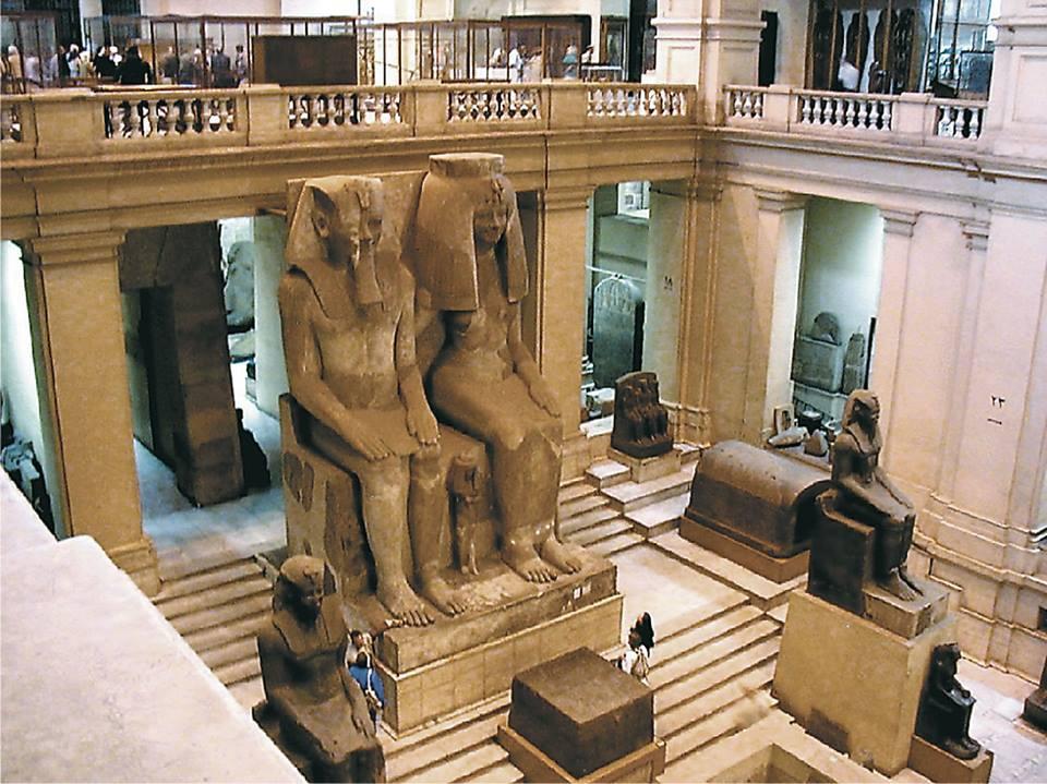 بهو المتحف المصرى الأمامى