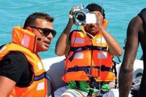 رامز جلال يحرج المطرب رامى صبرى بكلمة فى برنامج رامز قرش البحر
