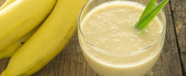 تحضير وتقديم عصير الموز باللبن منزلياً في شهر رمضان