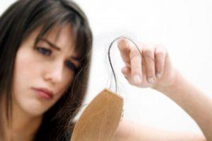 أسباب تساقط الشعر الغير طبيعى وعلاجه