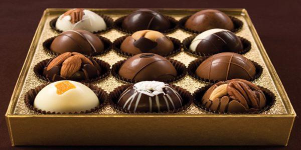 تعرف على أهم فوائد الشوكولاتة البيضاء والسوداء للجسم والبشرة والمرأة الحامل
