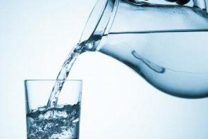 تعرف على فوائد شرب الماء مباشرة كل صباح على الريق للجسم والبشرة