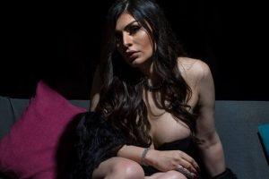 شاهد بالفيديو الفنانة العربية المتحولة جنسيا كانت ذكر وتحولت لانثى وتزوج 3 من كبار رجال الأعمال