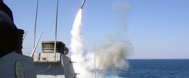 الولايات المتحدة  تستهدف مطار الشعيرات فى حمص  ب 59 صاروخ ردا على استخدام بشار لغاز الأعصاب