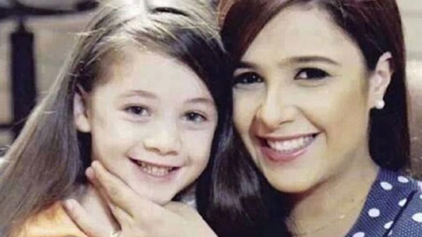 ياسمين عبدالعزيز مع أبنتها