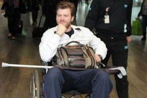 بالصور : مهند على كرسي متحرك بعد تعرضه لاصابة بالغة