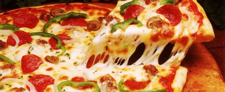 أسرع طريقة رائعة فى عمل البيتزا اللذيذة باحترافية شديدة