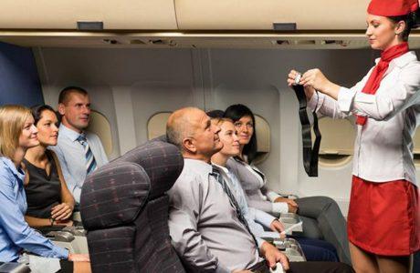 صورة مضيفة الخطوط الجوية السعودية الذي أثارت أعجاب الآلاف على مواقع التواصل الاجتماعي