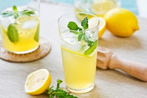 عصير الليمون وفوائدة الكثيرة في شهر رمضان