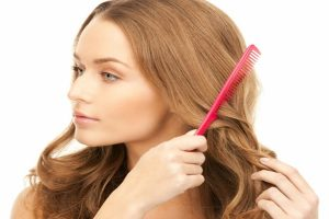طرق بسيطة و وصفات طبيعية لفرد الشعر بأقل التكاليف