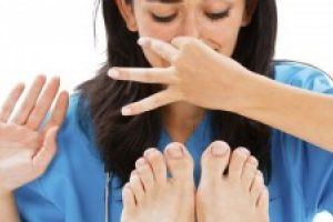 علاج رائحة الرجل والحذاء : بعض الطرق الطبيعيه و الصحيه للتخلص من رائحه القدم الكريهه