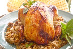 طريقة عمل دجاج محشي بالفرن مع خلطة الأرز المميزة