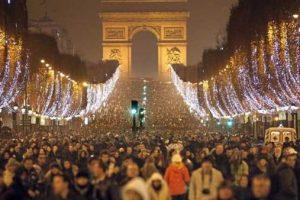 احتفالات رأس السنة في فرنسا وكيفية التجمع في الكريسماس 2022