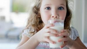 gty_milk_drinking_child_jef_121023_wblog