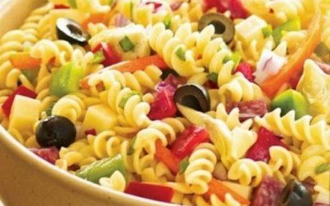 الطريقة الصحية لعمل المكرونة بالخضروات وقطع الدجاج لمائدة الإفطار في رمضان