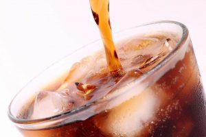 أسباب خطورة تناول المشروبات قبل النوم والموعد المناسب لتناول وجبة العشاء