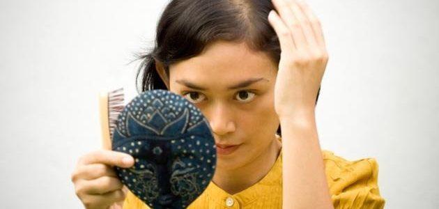 اسباب تساقط الشعر و طرق العناية الصحيحة بالشعر