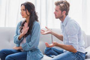 طرق بسيطة تساعد في حل  المشاكل الزوجية