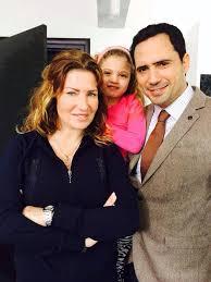 ظافر وزوجته وابنته
